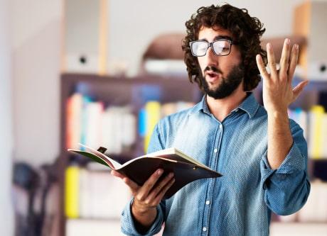 کتاب خواندن با صدای بلند